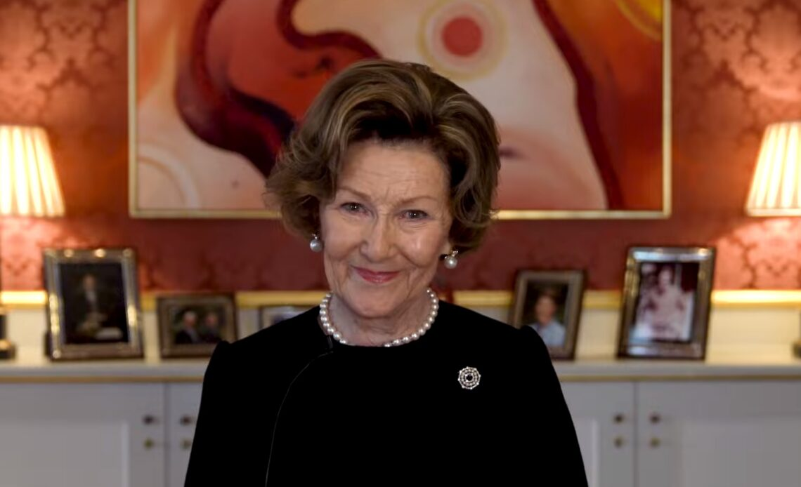Queen Sonja opens art exhibition