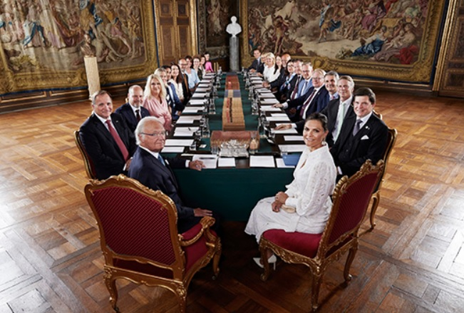 King Carl Gustaf and Crown Princess Victoria at special meeting to oversee new government in Sweden